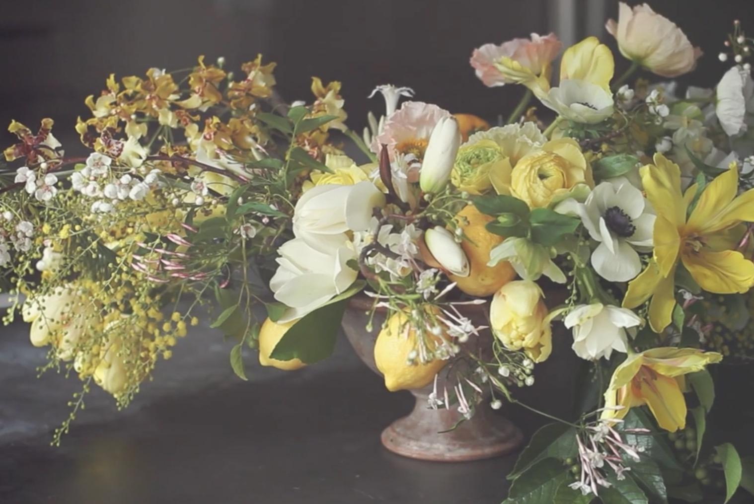 Wat vind jij van gele bloemen op tafel?